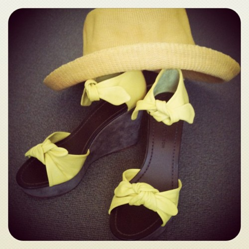 Sigerson Morrison wedges + Country Road hat