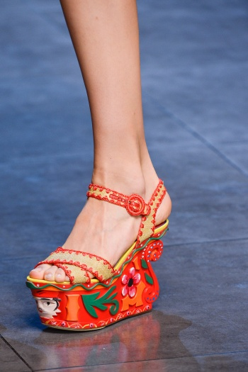 Dolce and Gabbana Spring Runway picture from vogue.com