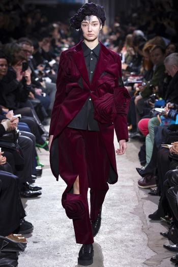 Comme des Garcons Fall 2013 Runway picture from vogue.com