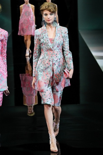 Giorgio Armani Spring 2014 Runway picture from vogue.com