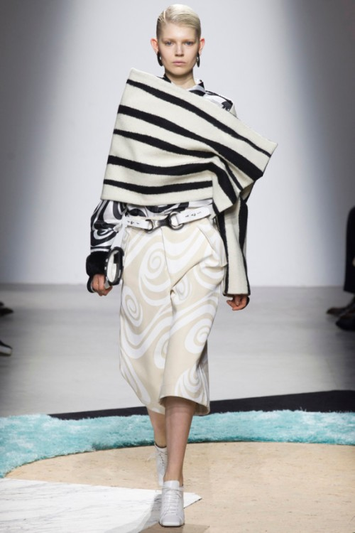 Acne Studios Fall 2014 Runway picture from vogue.com