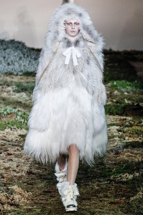 Alexander McQueen Fall 2014 Runway picture from vogue.com