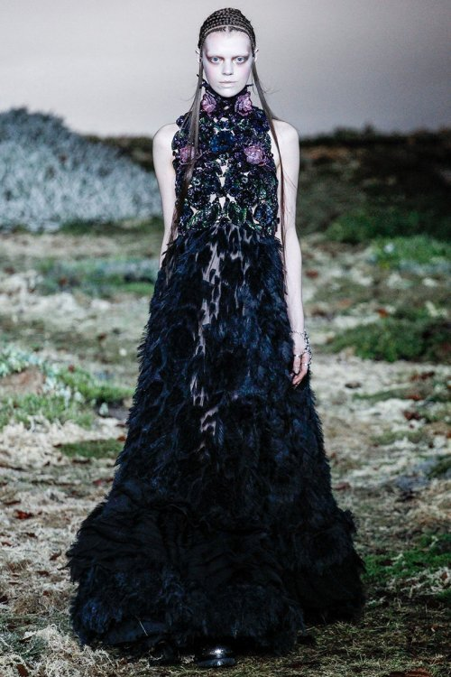 Alexander McQueen Fall 2014 Runway picture via vogue