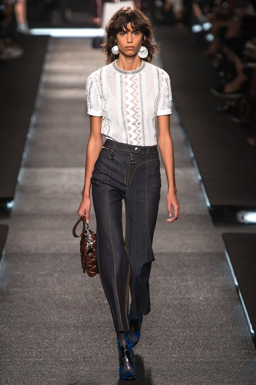 Louis Vuitton Spring 2015 Runway picture via vogue